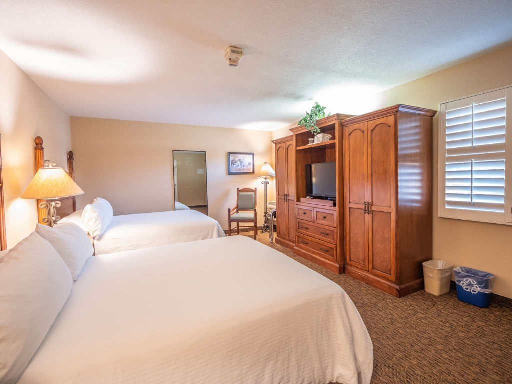 Ada Room Two Queen Beds With Roll In Shower Casa Ojai Inn